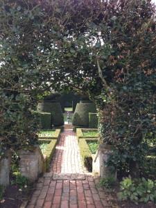 NT Hidcote Garden - pathway